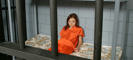 8769-womens-prison-011513